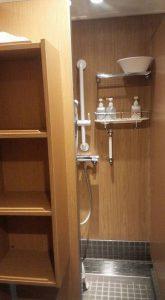 シャワールームはかなり改善されて使いやすい。