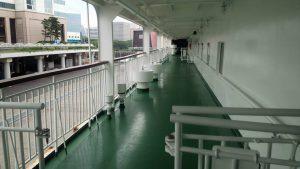 6デッキ左舷 奥に見える中間柵はクローズとなる模様。