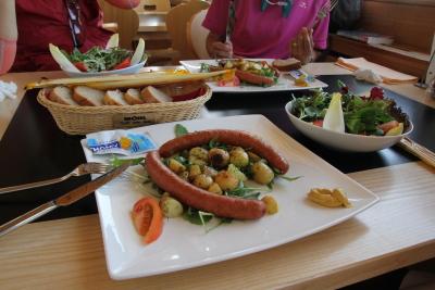 新鮮で日本では食べられないほど美味しいソーセージ。